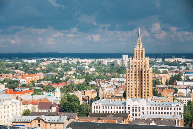 Riga, Lettonie Bâtiment de l'académie des sciences letton aérien images stock