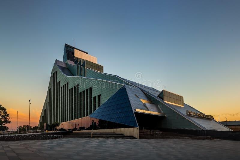 RIGA, LETTONIE - 2 JUILLET 2017 Bibliothèque nationale ou château letton de lumière photos libres de droits