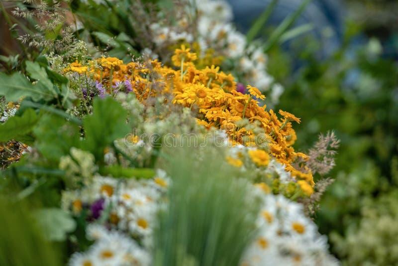Riga, Lettonie Les bouquets avec l'été différent fleurit sur le Ligo photo stock