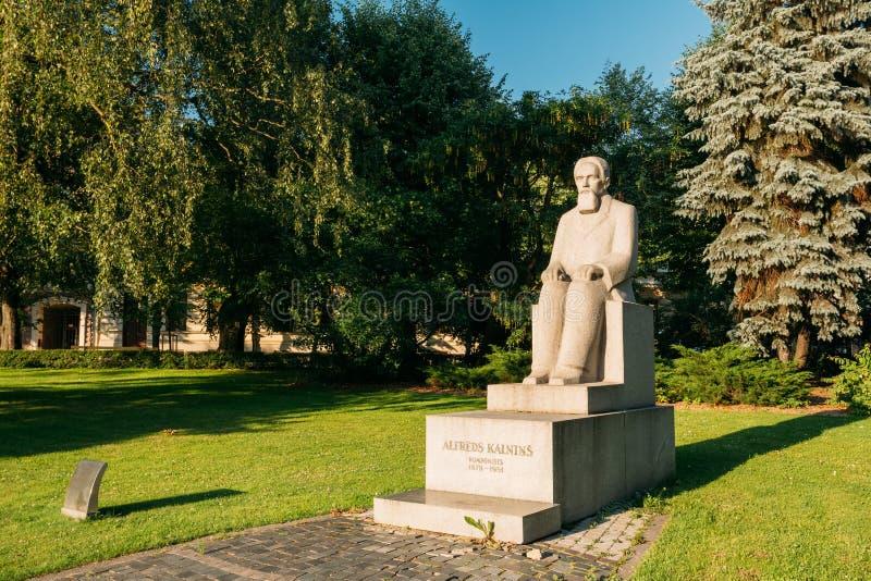 Riga, Lettonie Monument au compositeur letton, Alfred Kalnynsh In C photographie stock libre de droits