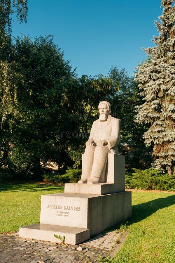 Riga, Lettonie Monument au compositeur letton, Alfred Kalnynsh In C photos libres de droits
