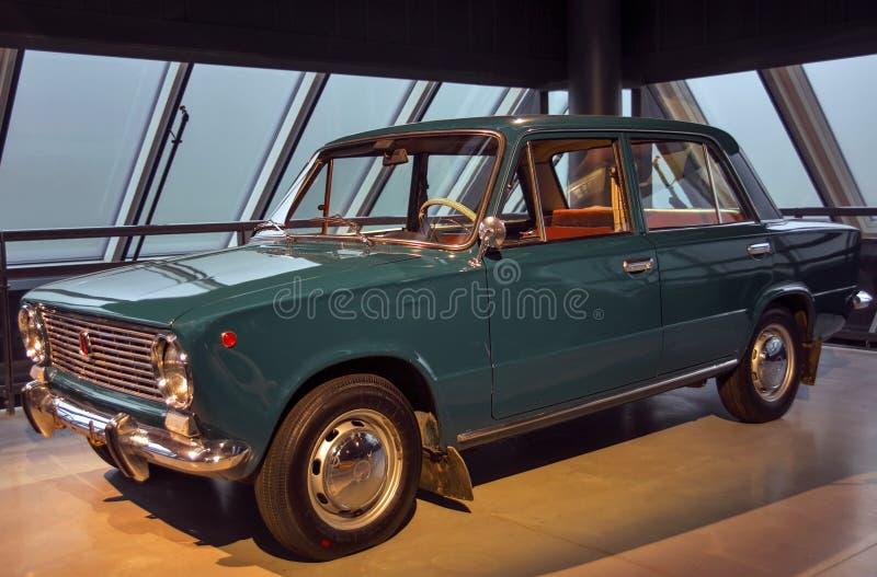 RIGA, LETTONIE - 16 OCTOBRE : Rétro voiture du musée de moteur de VAZ 2101 ZIGULI Riga de l'année 1974, le 16 octobre 2016 à Riga photographie stock libre de droits