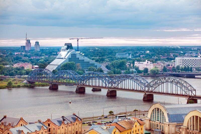 Riga, Lettonie, paysage urbain d'Académie des Sciences image stock