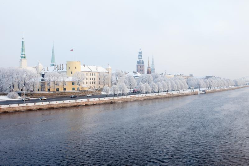 Riga, Lettonie Paysage urbain de Riga en hiver photographie stock