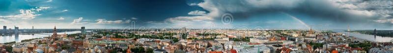 Riga, Lettonie Paysage urbain en Sunny Summer Day Points de repère célèbres - photographie stock