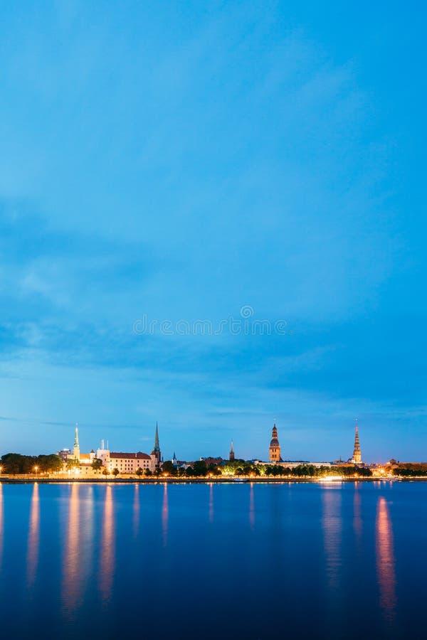 Riga, Lettonie Tours tour d'église de Riga de dôme de cathédrale et de St Peter de ` s image stock