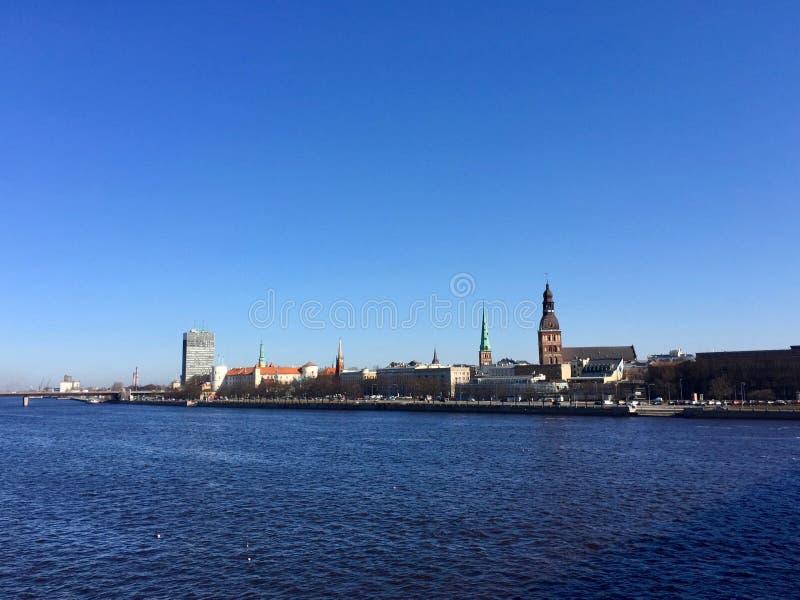 Riga, Lettonie, vue de vieille ville Rivi?re de dvina occidentale images stock