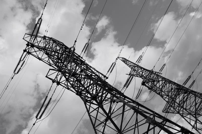 Riga pylones di corrente elettrica fotografie stock