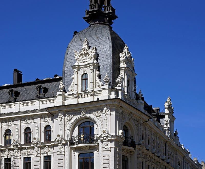 Riga, Vilandes 1, monumento storico con gli elementi moderni ed eclettico, elementi della facciata immagini stock libere da diritti