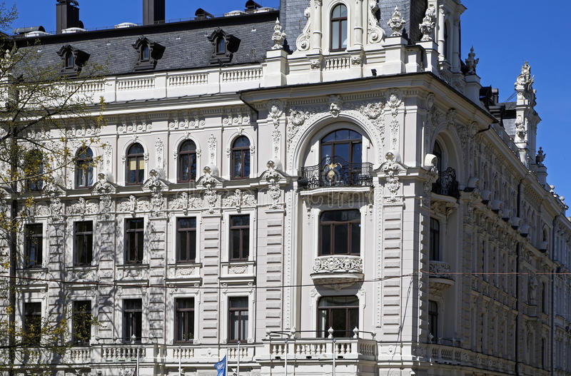Riga, Vilandes 1, monumento storico con gli elementi moderni ed eclettico, elementi della facciata immagini stock