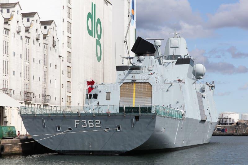 Rigate Peter Willemoes F362 van de Koninklijke Deense Marine in de haven van Aarhus, Denemarken royalty-vrije stock foto's