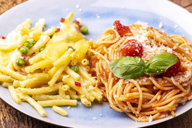 Rigatoni emiliana y spaghetti fotos de archivo