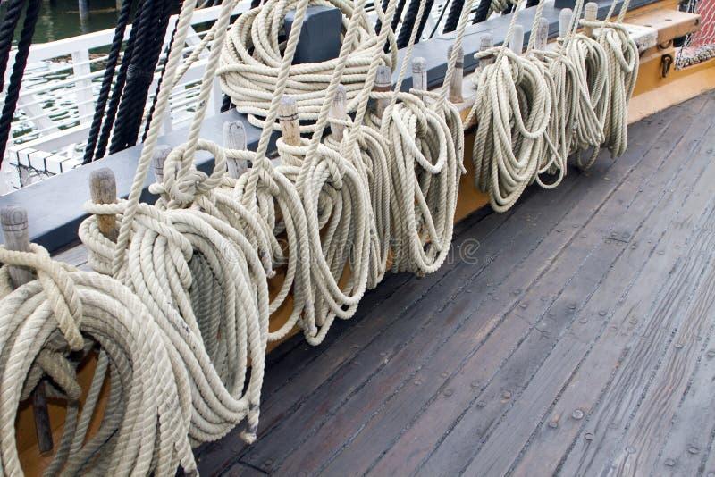 Righe della corda della nave di navigazione immagini stock libere da diritti