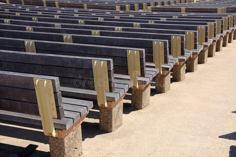 Righe delle sedi di legno immagine stock libera da diritti
