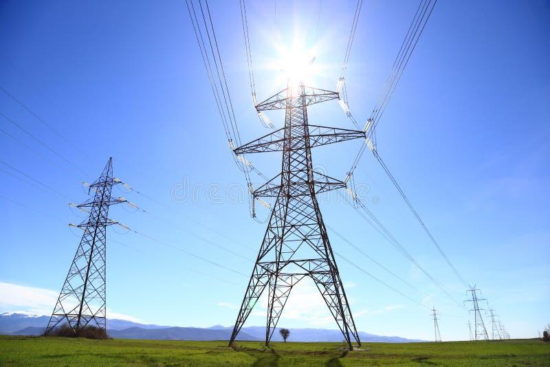 Righe di trasmissione di energia elettrica fotografie stock libere da diritti