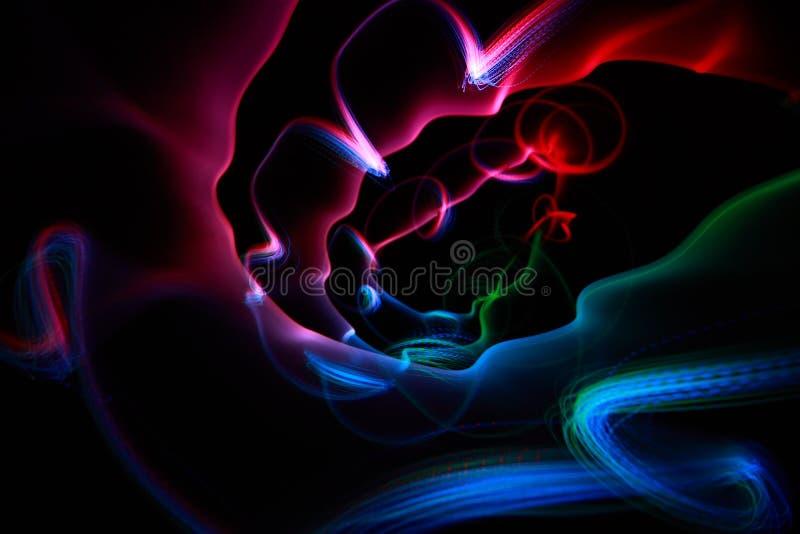 Righe a spirale variopinte astratte sul nero fotografie stock