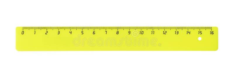 Righello di plastica giallo orizzontale immagine stock