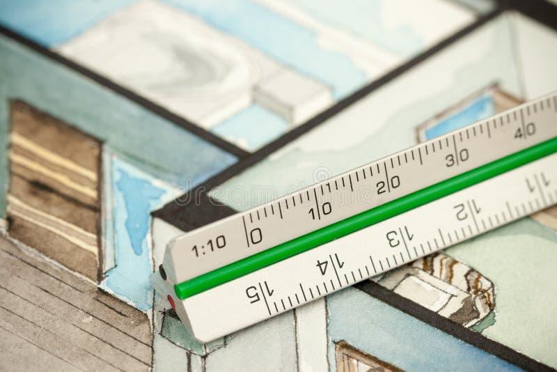 Righello di progettazione opaco di alluminio sul disegno isometrico fotografia stock libera da diritti