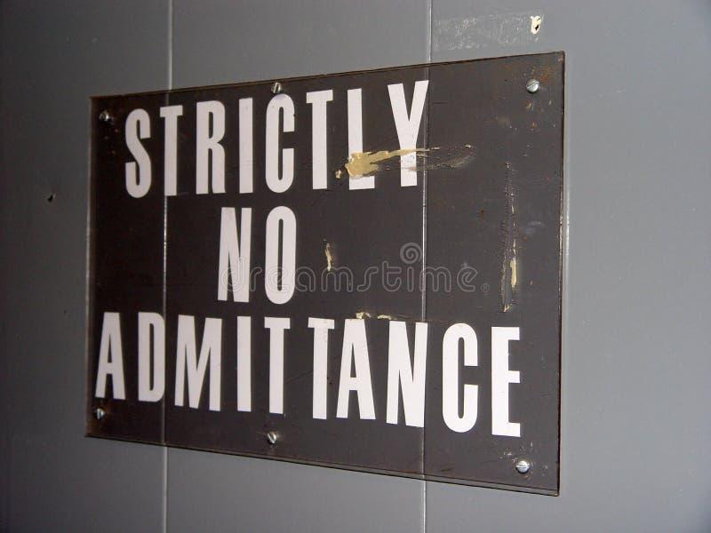 Rigorosamente nessun segno di entrata