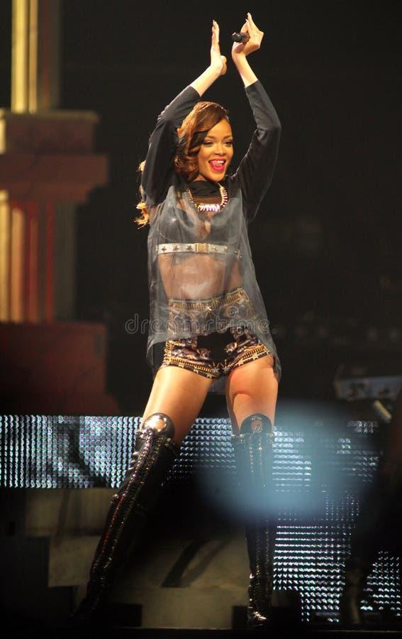 Rihanna presteert in overleg stock afbeelding