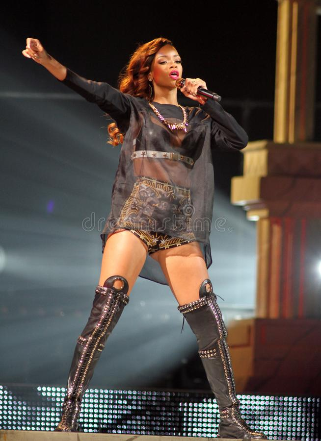 Rihanna utför i konsert arkivfoto