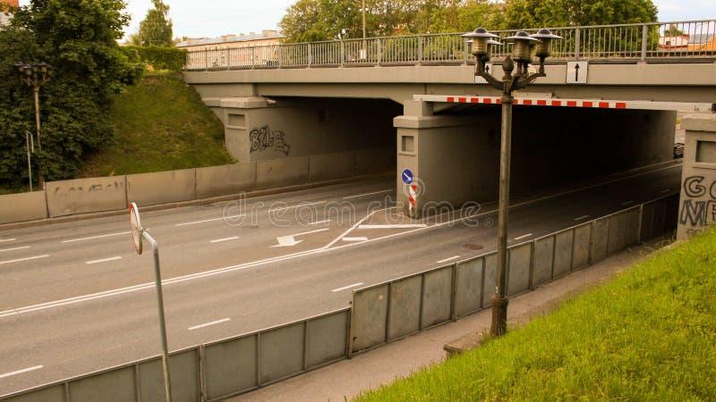 Riia uliczny kolejowy most zdjęcia stock