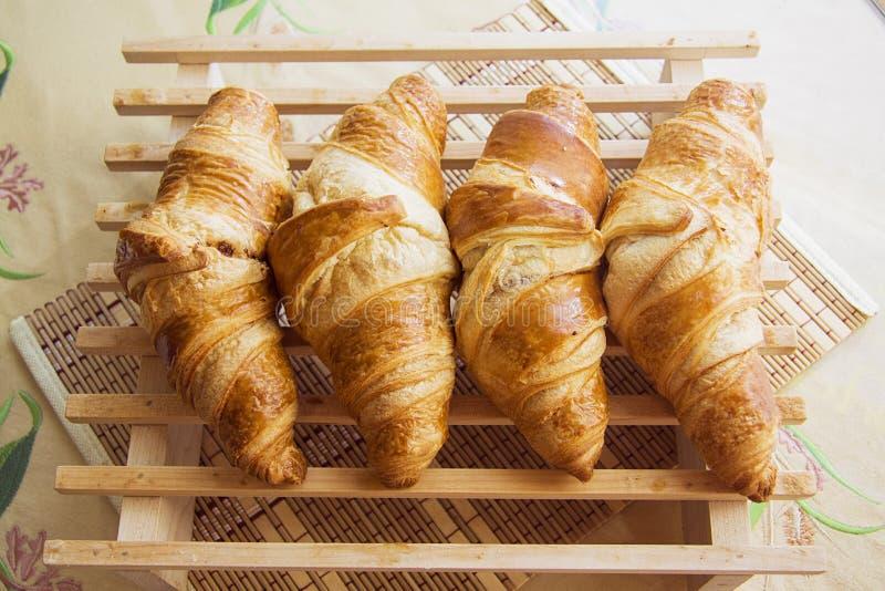 Rij van croissants stock afbeelding