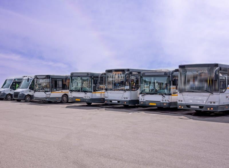 Rij van de grote bussen royalty-vrije stock fotografie