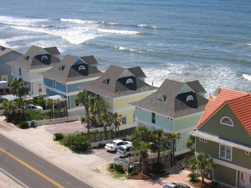 Rij van de Huizen van het Strand stock foto's