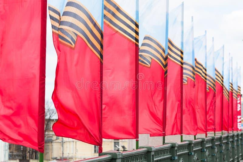 Rij van feestelijke vlaggen royalty-vrije stock afbeelding