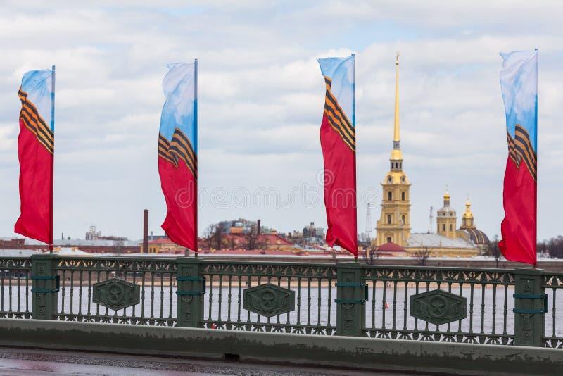 Rij van feestelijke vlaggen stock fotografie
