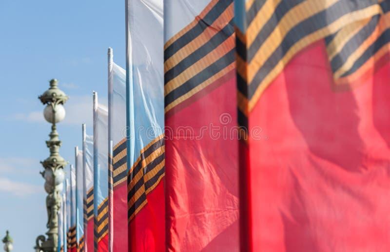 Rij van feestelijke vlaggen royalty-vrije stock afbeeldingen