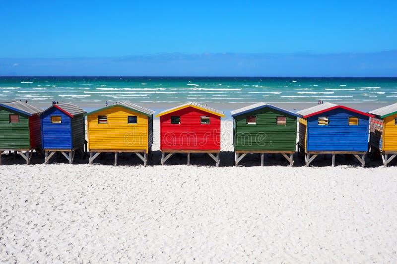 Rij van gekleurde strandhutten royalty-vrije stock foto
