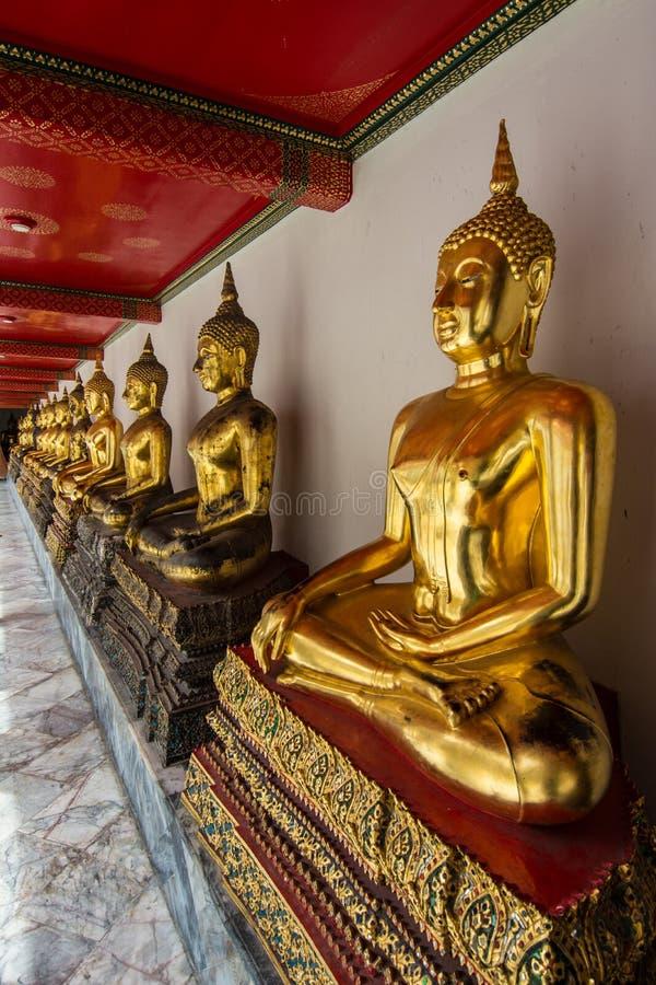 Rij van gouden Buddhas royalty-vrije stock afbeelding