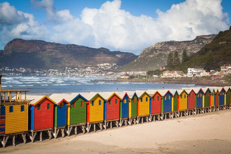 Rij van helder gekleurde hutten in Muizenberg-strand Muizenberg royalty-vrije stock foto's