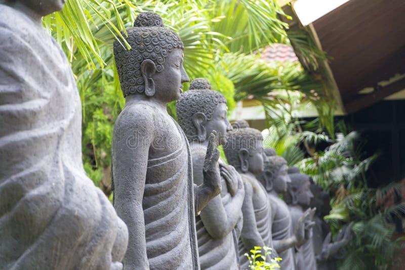 Rij van het standbeeld van Boedha in Mojokerto, Indonesië royalty-vrije stock foto