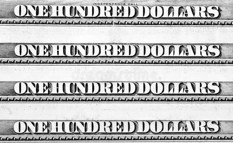 Rij van honderd dollarsbankbiljetten stock foto