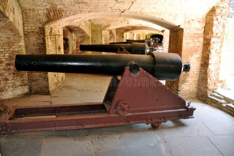 Rij van Kanonnen in een Fort royalty-vrije stock afbeeldingen