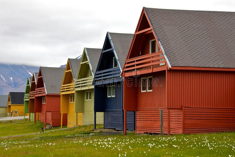 Rij van Kleurrijke Huizen in Longyearbyen, Svalbard royalty-vrije stock fotografie