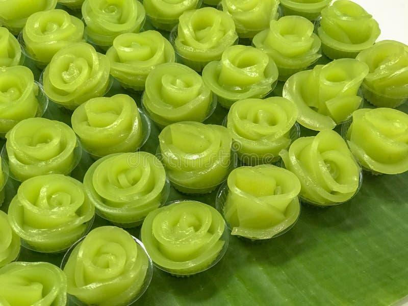 Rij van Laag Zoete Cake Kanom Chan stock afbeeldingen
