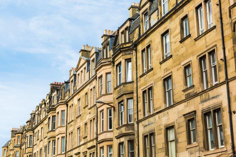 Rij van oude stadshuizen in Edinburgh, Schotland royalty-vrije stock afbeelding