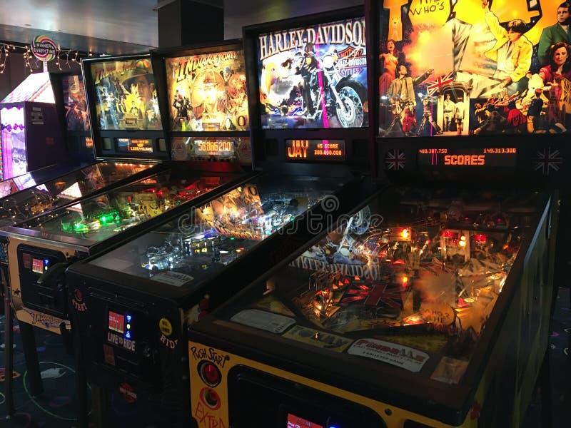 Rij van Pinball Machines in een Arcade royalty-vrije stock foto's