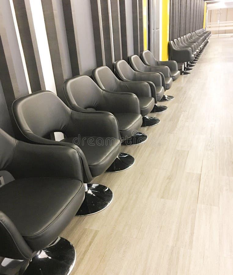 Rij van stoelen voor het wachten royalty-vrije stock afbeeldingen