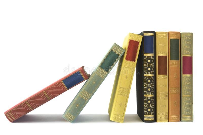 Rij van uitstekende boeken stock afbeeldingen