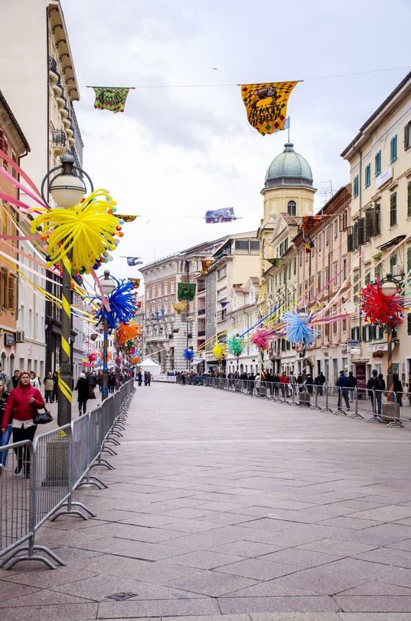 RIJEKA, CROAZIA - 2 MARZO: via principale durante la parata di carnevale a Rijeka, Croazia marzo immagini stock libere da diritti