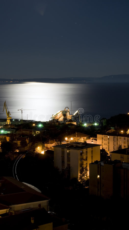 Rijeka dormant sous le moonligt photo libre de droits