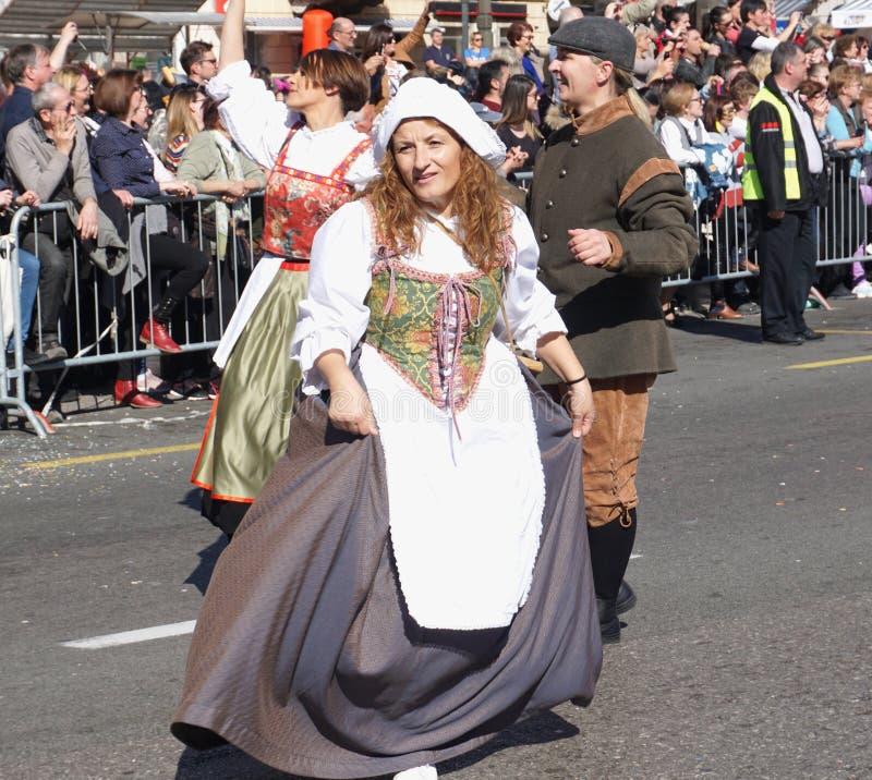 Rijeka, Kroatien, am 3. März 2019 Eine Frau in einem mittelalterlichen Kostüm auf einer Karnevalsparade stockfotos