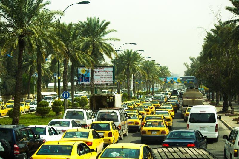 Rijen van auto's op de straten van Bagdad royalty-vrije stock afbeelding
