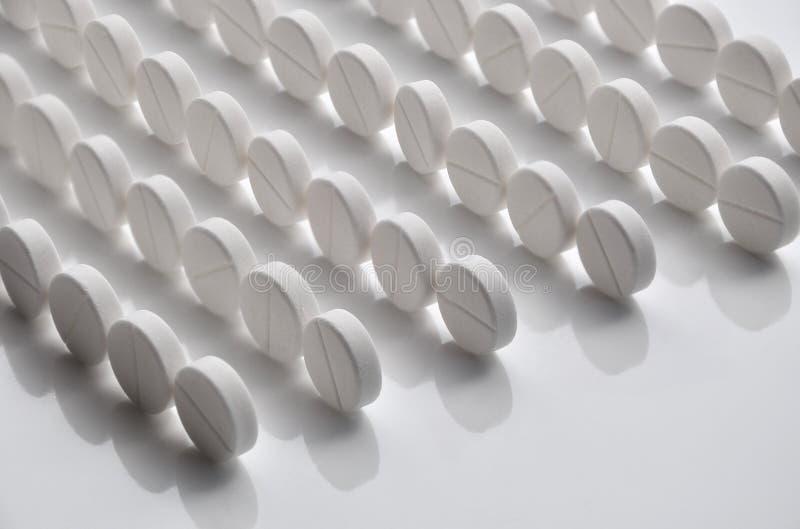 Rijen van pillen stock afbeelding