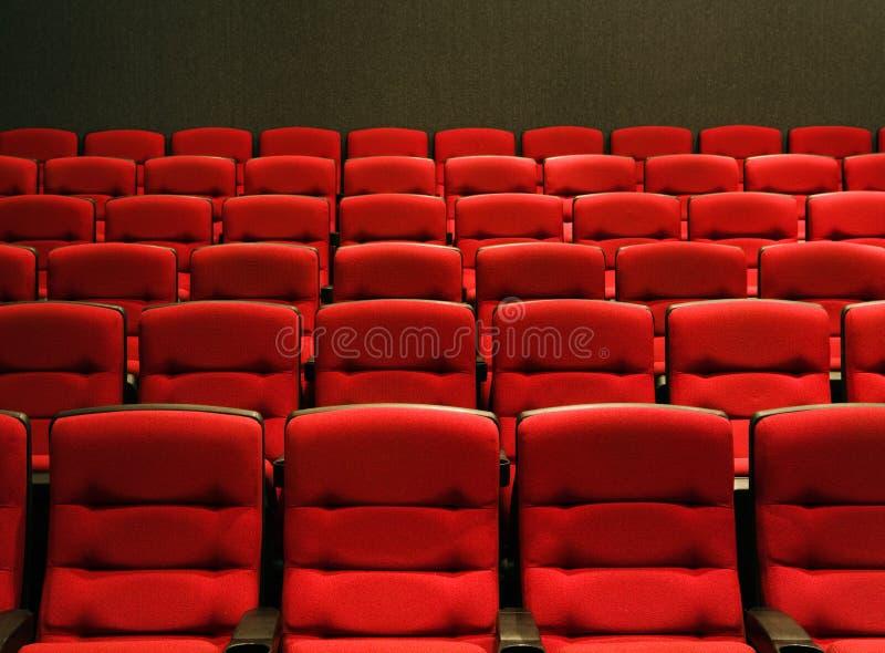 Rijen van theaterzetels stock foto